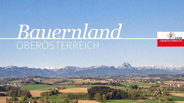 Titelseite des Buches Bauernland Oberösterreich mit einer Landschaft als Hintergrundbild